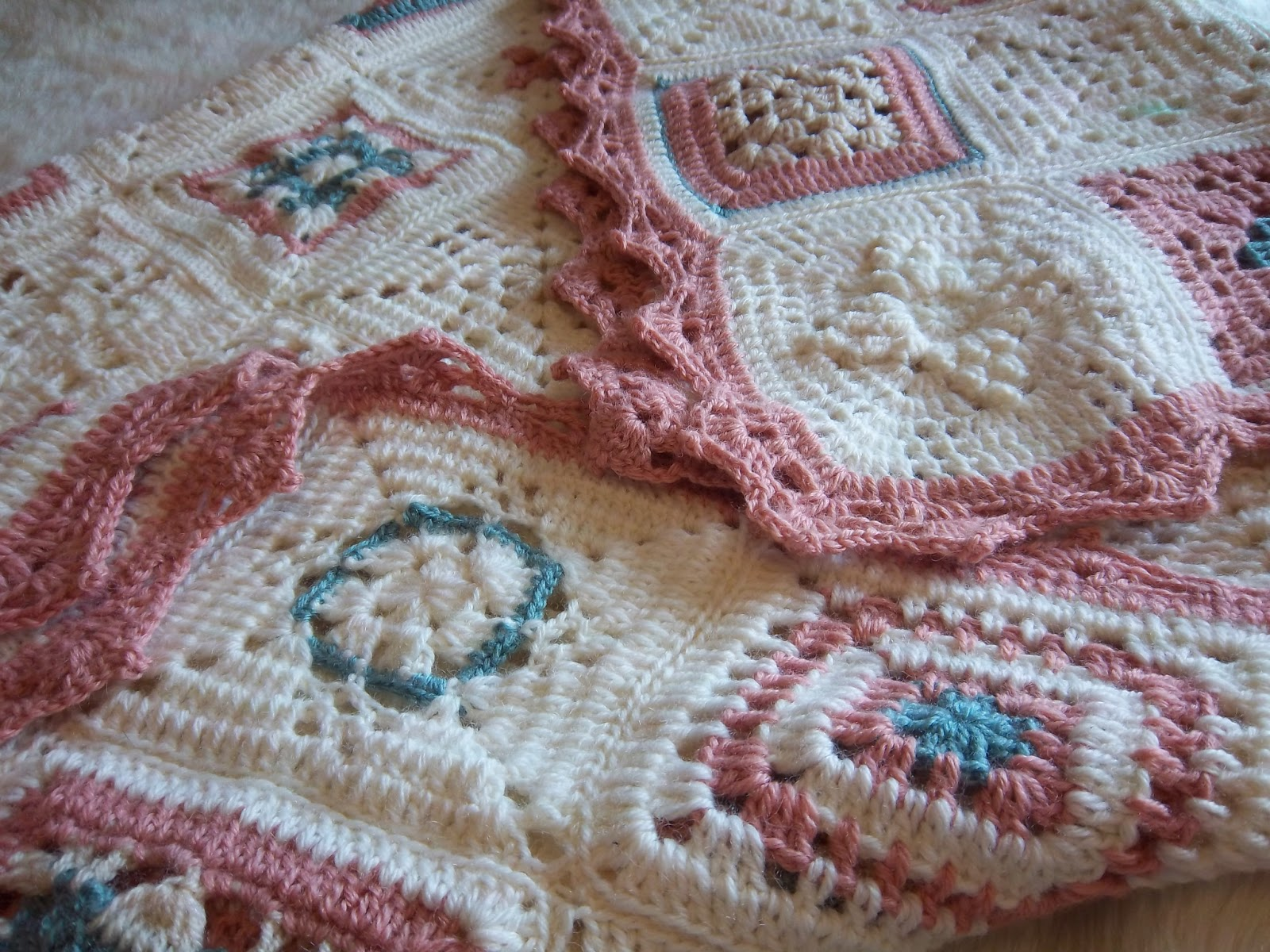 Mi sala de costura colcha ganchillo en tonos pastel - Colchas ganchillo bebe ...