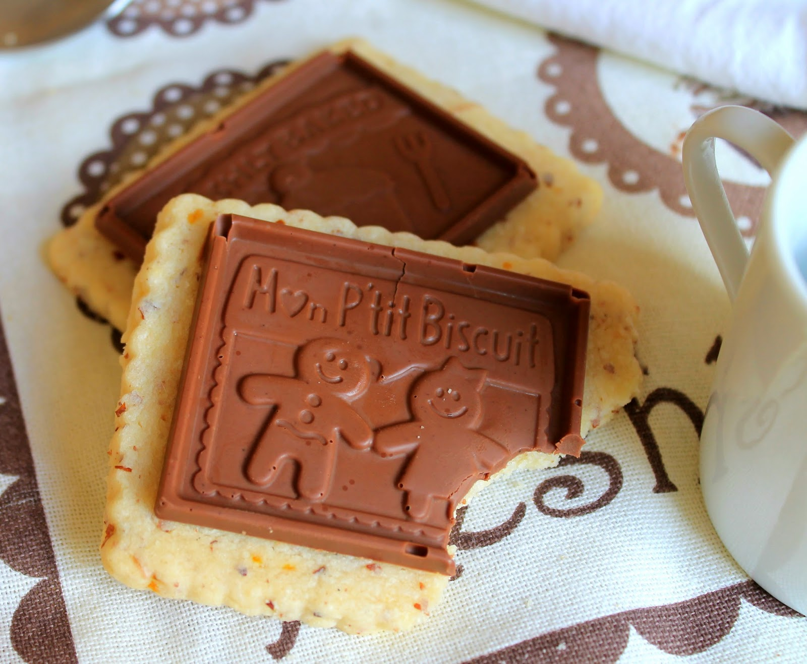 Galletas De Almendra Y Naranja Con Chocolate (a Lo Petit Écolier)