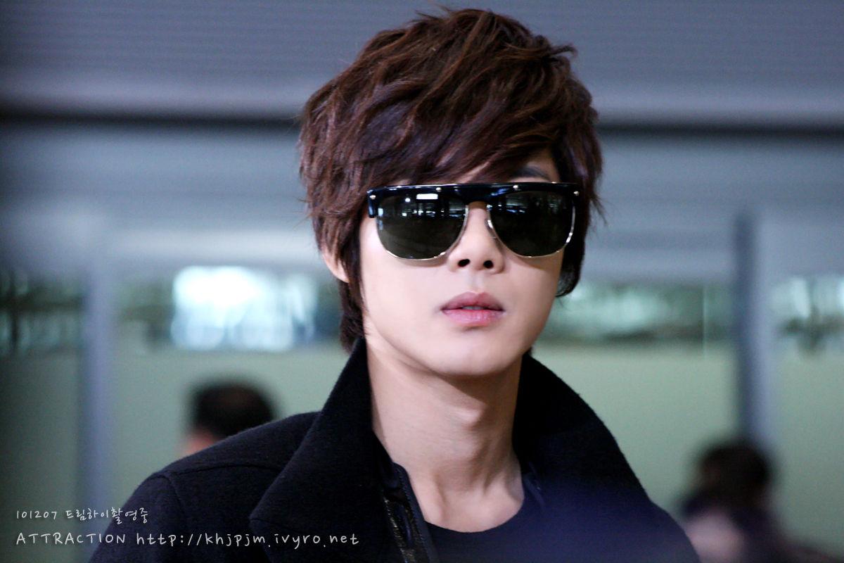http://4.bp.blogspot.com/-FWeDaR7ozks/UMVkbyeE0OI/AAAAAAAAD2o/ESgJIUGyf08/s1600/Wallpaper-Kim-Hyun-Joong-13.jpg