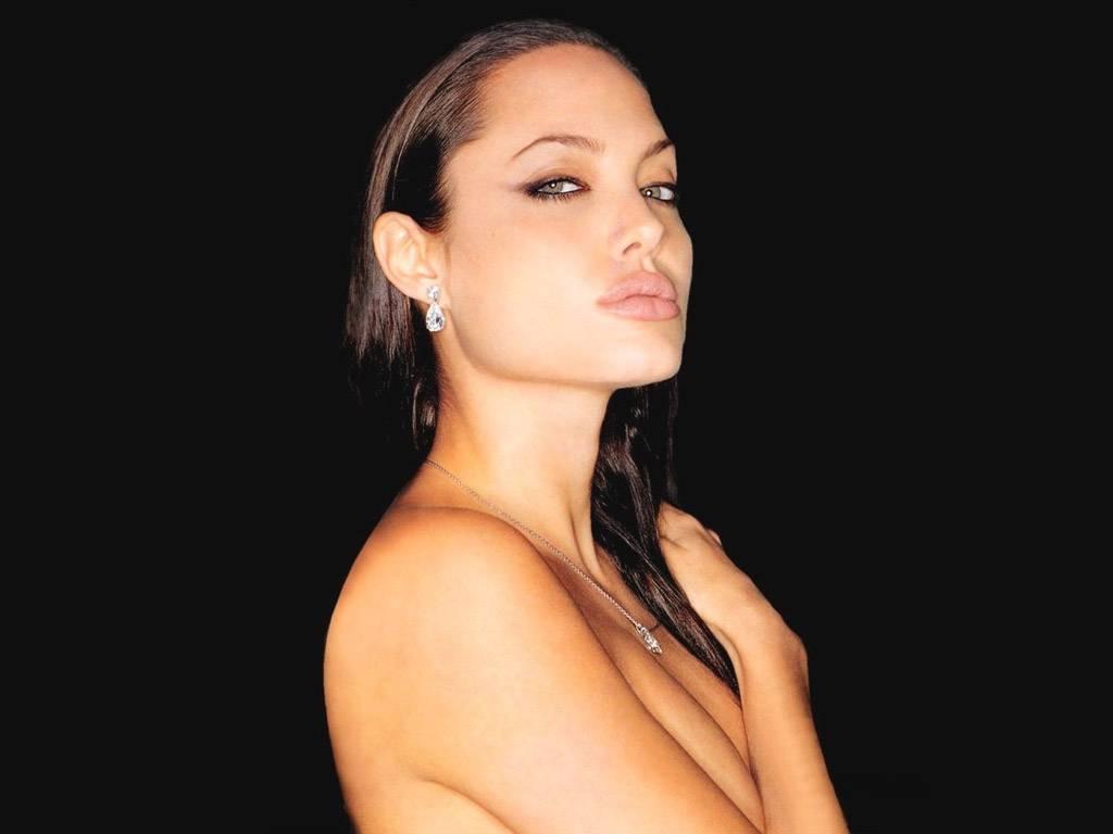 http://4.bp.blogspot.com/-FWv6CZK1ghM/TdOPu1kNG0I/AAAAAAAAFck/I79FyGYvOhM/s1600/Nude-Angelina-Jolie.jpg