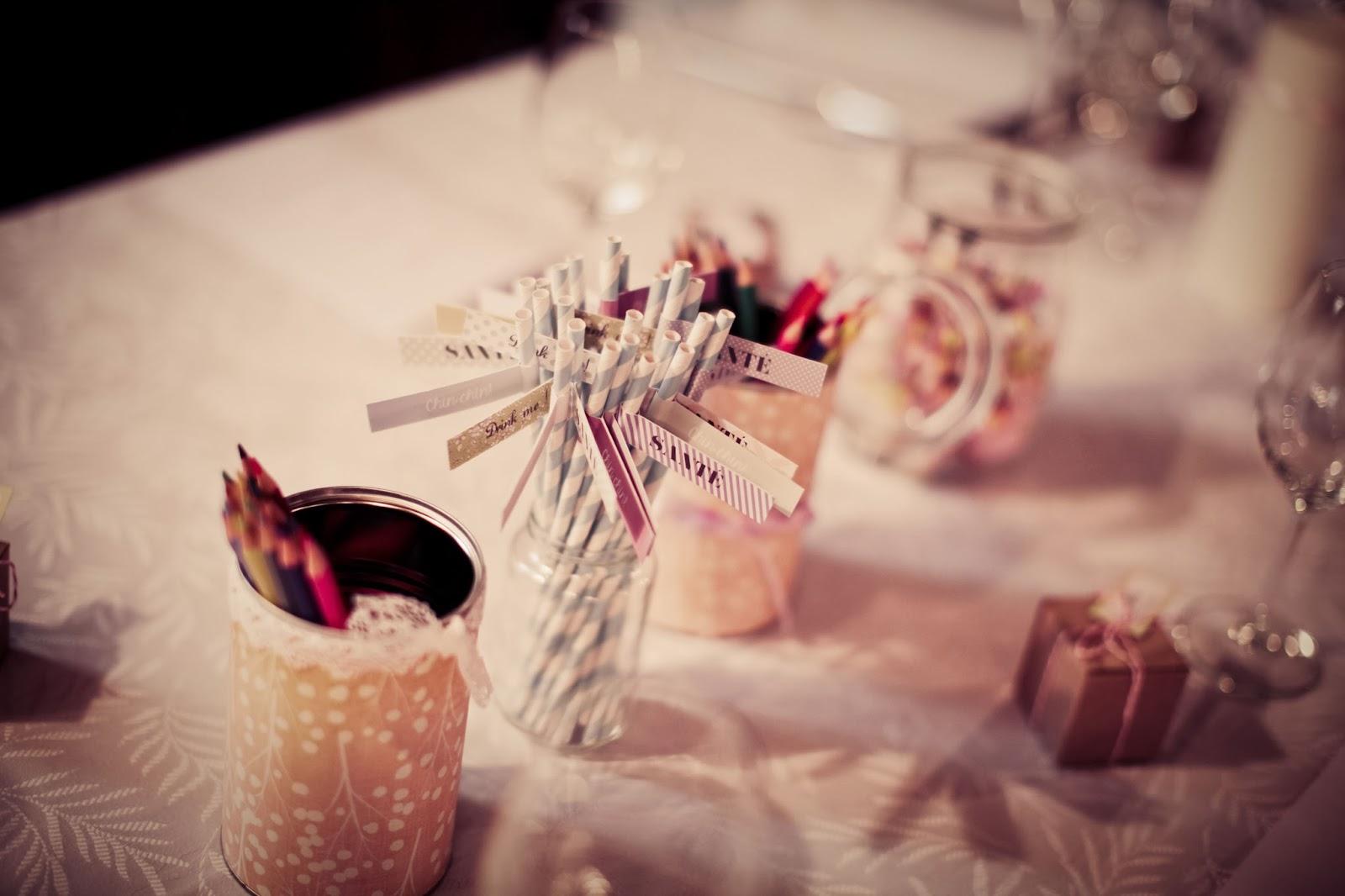 Stripped straw on a wedding table - wedding photographer : Elisabeth Perotin