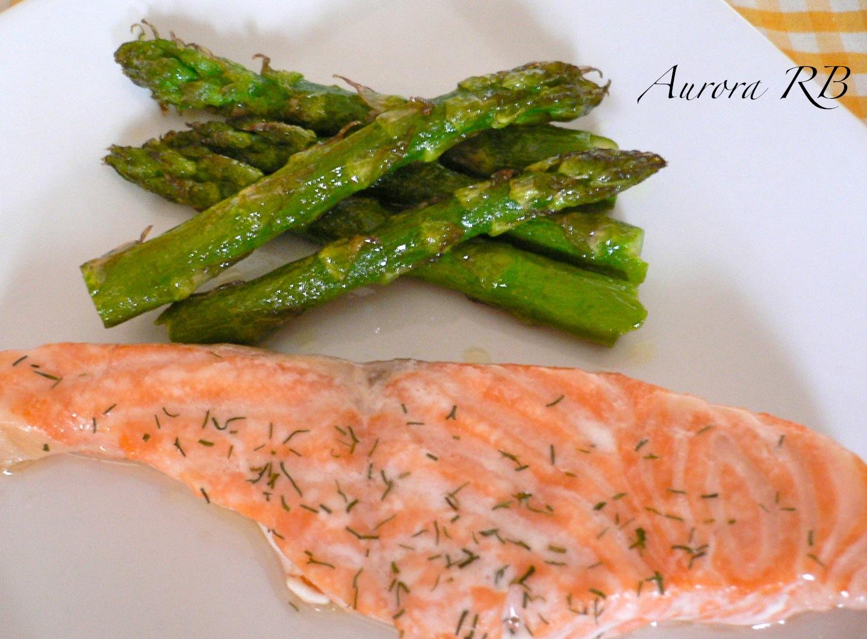 Las recetas de aurora salm n fresco con esp rragos verdes for Cocinar esparragos