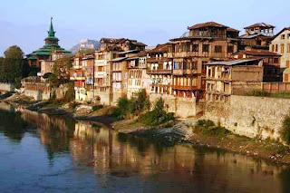 Srinagar (Best Honeymoon Destinations In India) 8