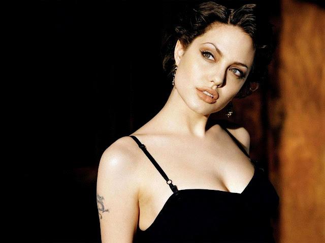 Angelina Jolie Nude