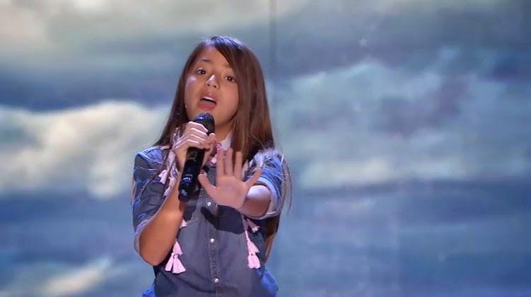 Evelyn-canta-con-dulzura-pequenos-gigantes-gala4