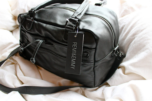 A bloggers BFF: The Brook Satchel by Remi & Emmy. GIVEAWAY!