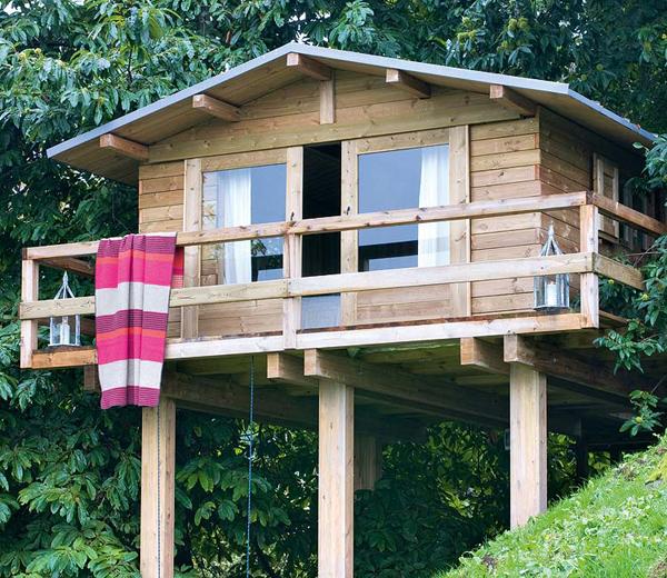 Dormitorio infantil -cabaña de madera  sobre pilares