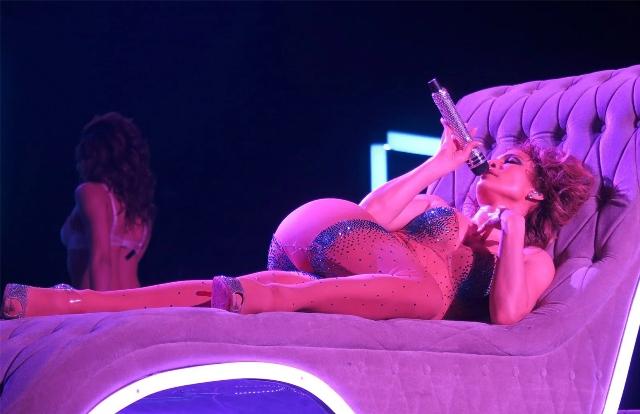 """Jennifer Lopez triunfa con ardiente """"show"""" en Las Vegas"""