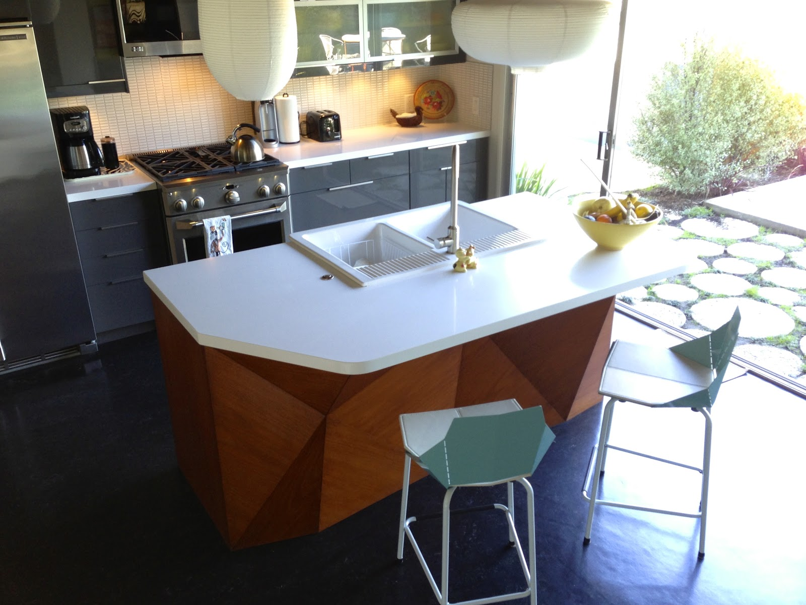 Splog things that come out marcasel kitchen island for Kitchen islands south africa