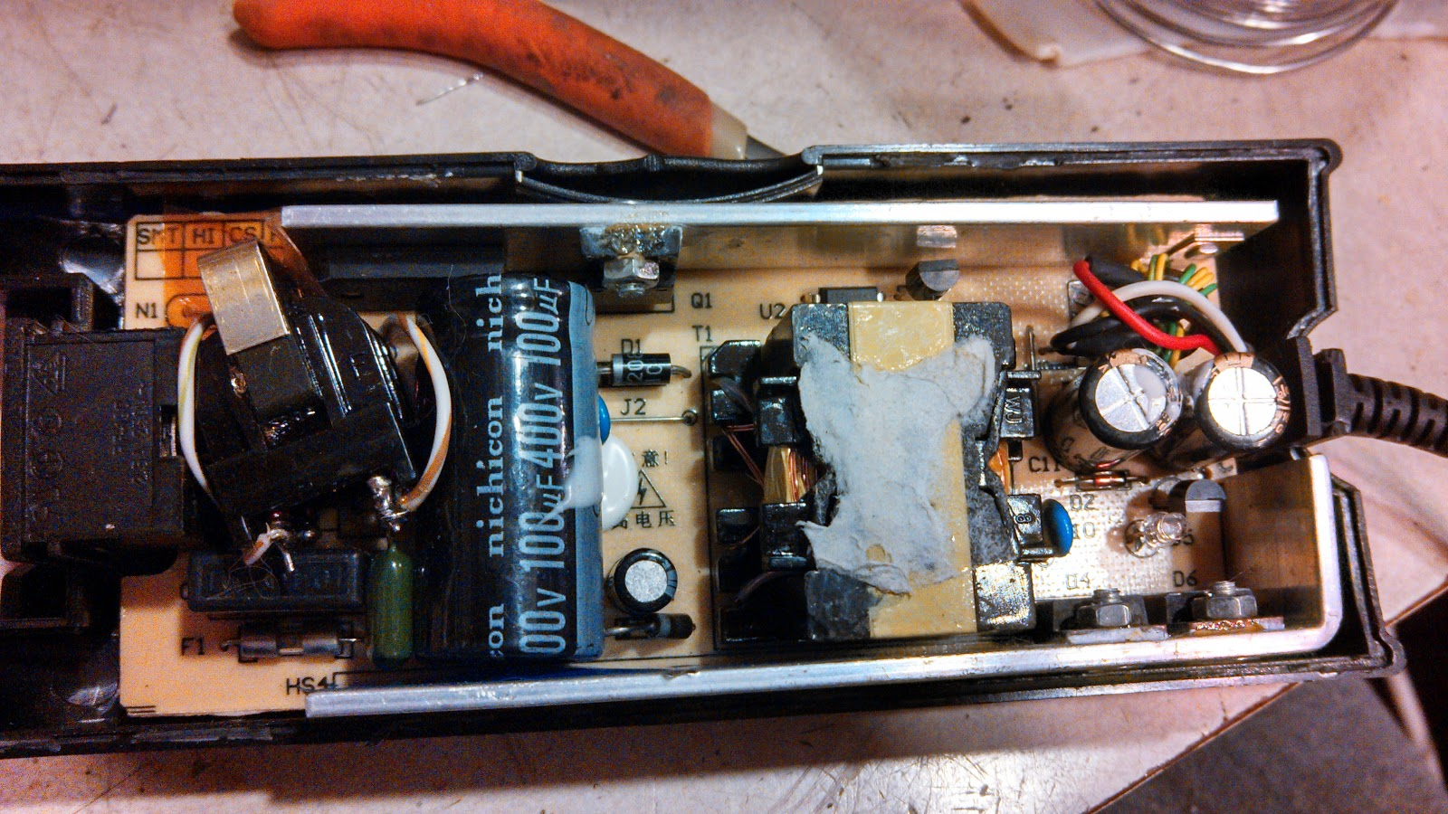 Ka7oeis Blog Reducing Switching Supply Racket Rf Interference Picture Of Variable Voltage Regulator Filtered Linear Power The Modified With Reconfigured Filtering And Placed In Bottom Half Original Case Click On Image For A Larger Version