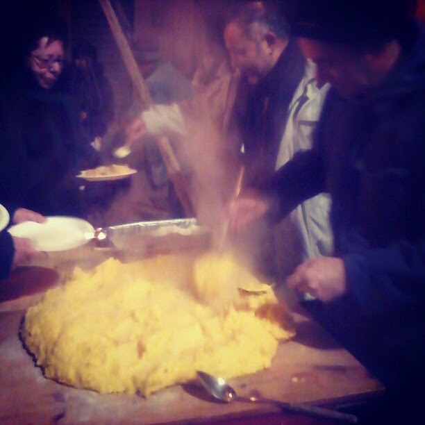 outdoor polenta serving in Tuscany