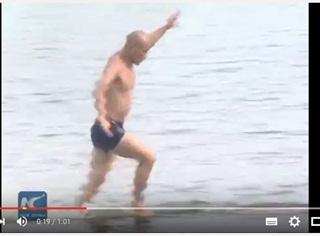 Lari di Atas Air Sejauh 125 Meter, Biksu ini Pecahkan Rekor