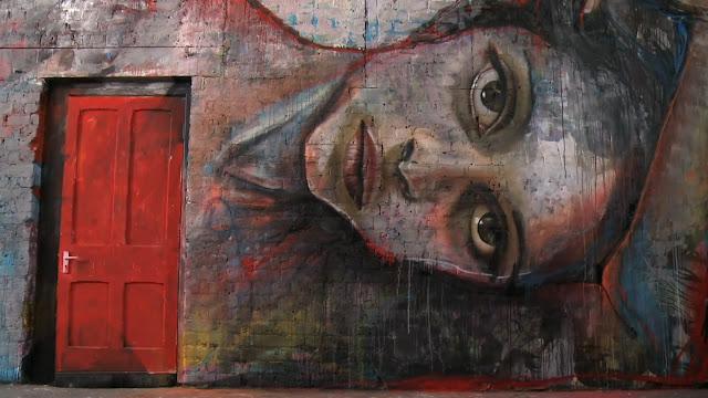 Grafíti de una hermosa mujer. Arte callejero, street art