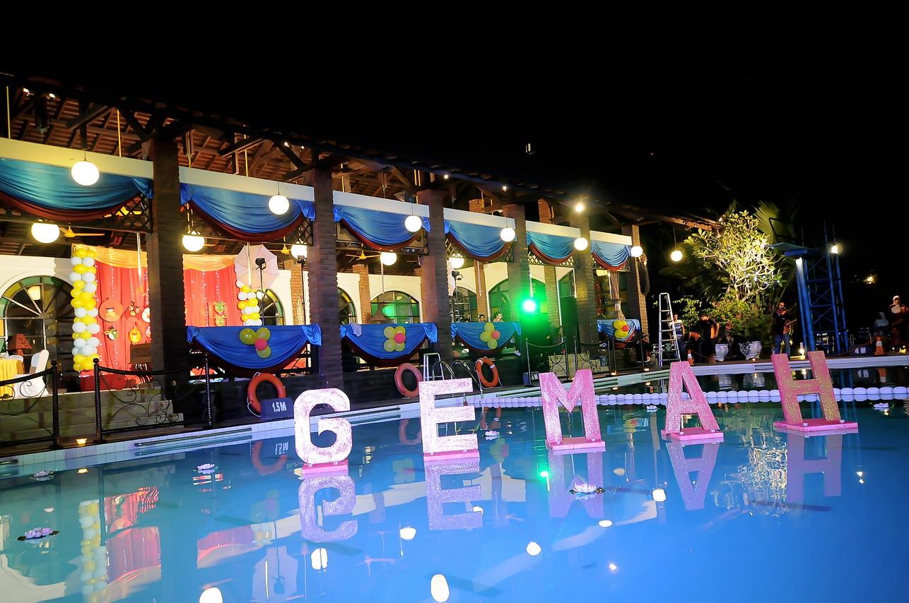 Acara selamatan kolam renang hotel mesra for Dekor kamar hotel ulang tahun