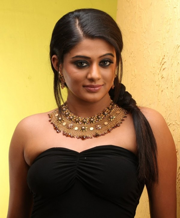 priyamani spicy actress pics