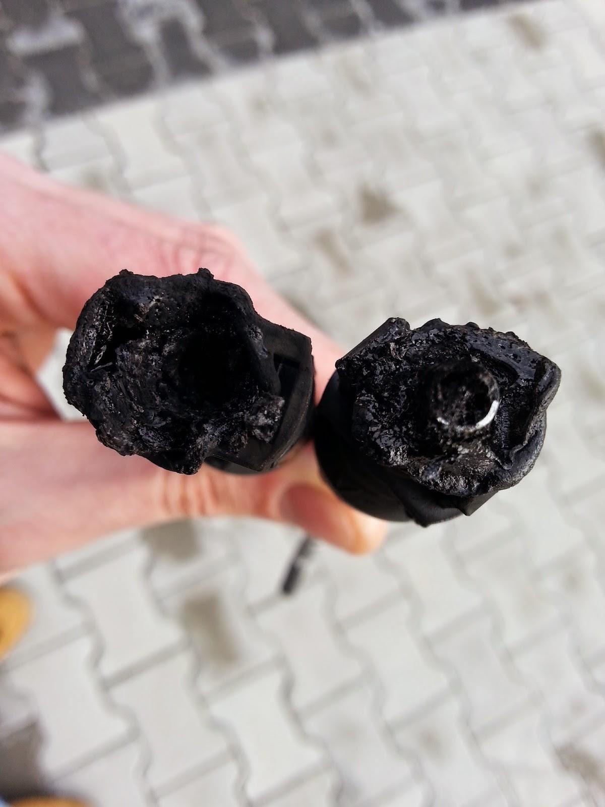 uszkodzone konektory modułu fotowoltaicznego