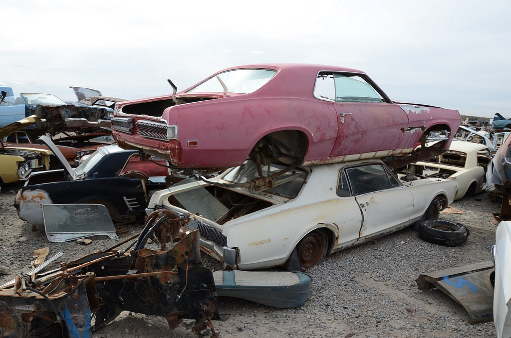 Karznshit desert valley auto parts phoenix arizona for Old vehicle parts