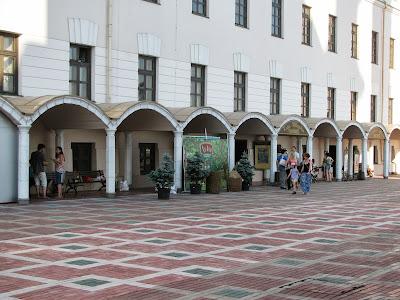 Торговая галерея против мечети Кул Шариф
