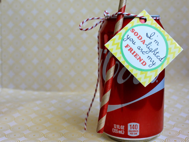 Cute & Simple share it forward gift. Free printable tags. Share a coke with everyone #ShareItForward #ad