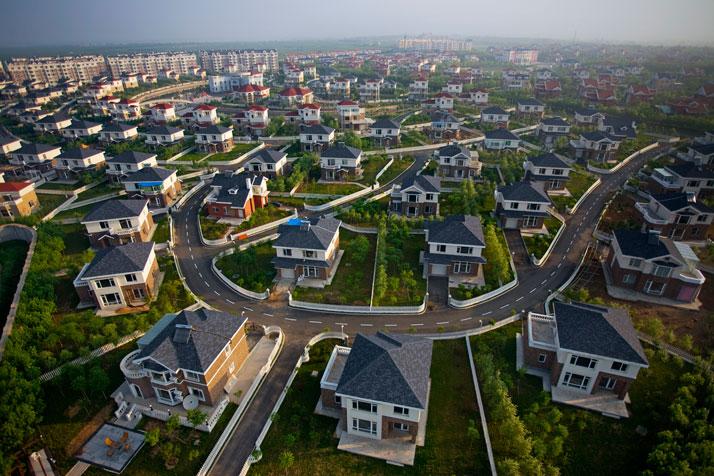 http://4.bp.blogspot.com/-FYp9pk-7xGM/Tab6-GWHi0I/AAAAAAAAANg/-Mlk4rmKhuc/s1600/8-suburb-homes-714.jpg