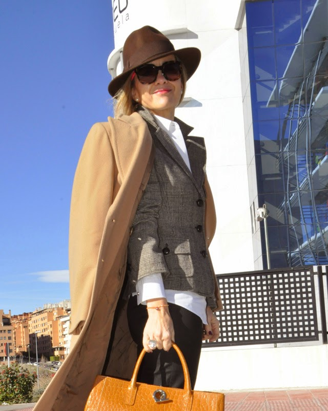como llevar un working girl look Maria Menzies shoes