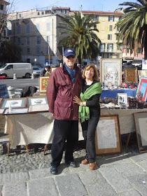 il pittore marco glioli e la moglie nella al loro banco anquario