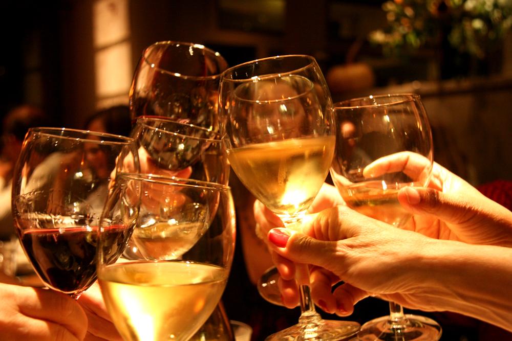 1204_wine-toast2.jpg
