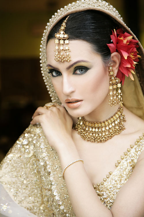 North Bridal Makeup Pictures : Latest Pakistani Bridals Makeup theme ~ USA Latest Fashion ...