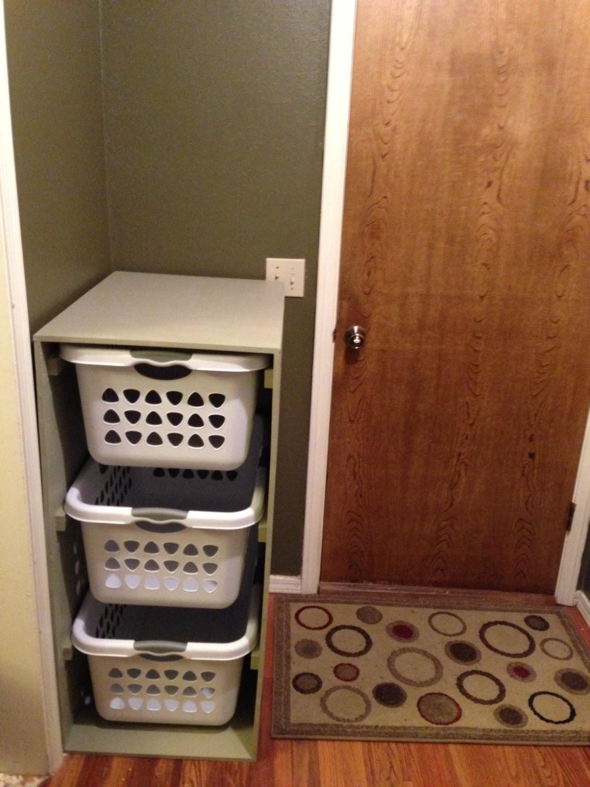wilker do 39 s diy laundry basket holder. Black Bedroom Furniture Sets. Home Design Ideas