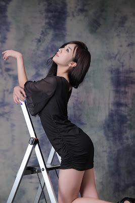 Minah - Sexy Race Queen in Black