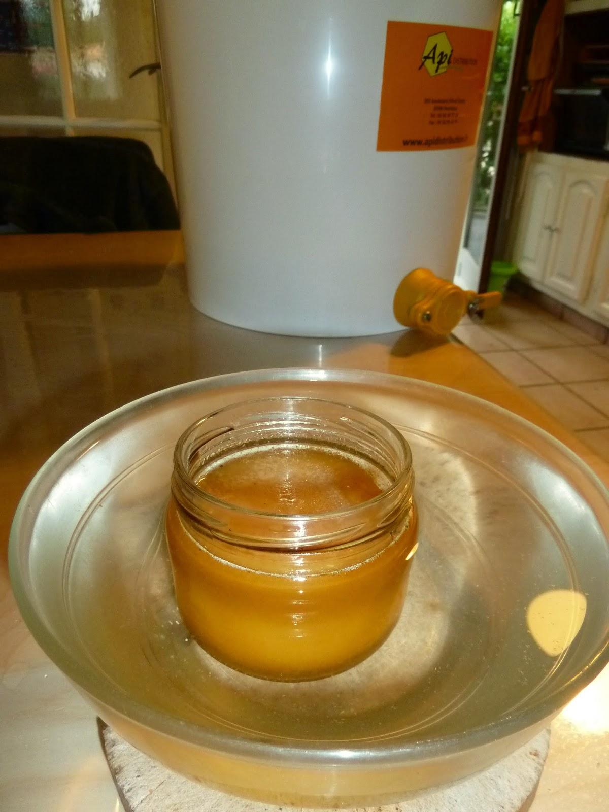 Abeilles des landes comment faire son miel cr meux - Comment faire du miel ...