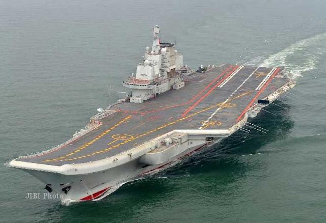 Kapal induk AL China, Liaoning, berlayar dalam uji coba operasional.