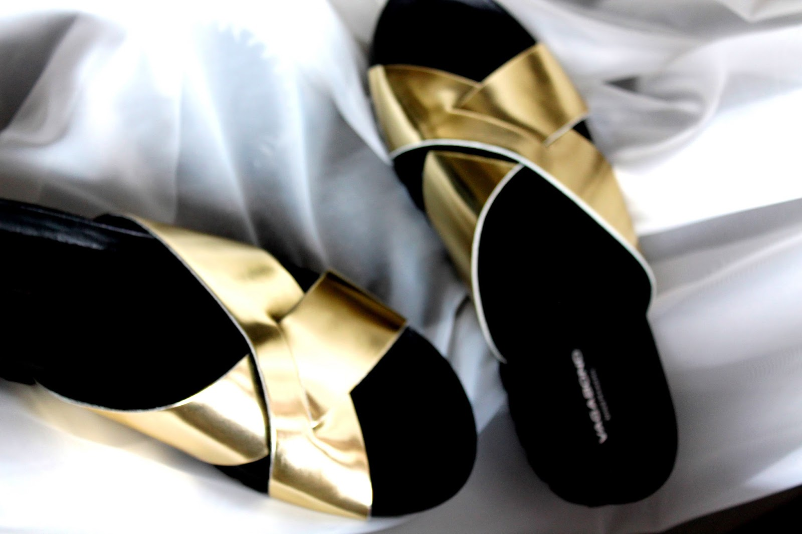 Golden sandals | Alinan kotona blog
