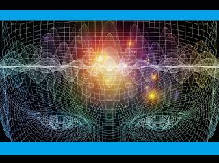 """O cérebro é a misteriosa chave de comando do nosso corpo e nele está a solução para acabar com boa parte de nossas limitações humanas, segundo a teoria do engenheiro do Google e futurólogo Ray Kurzweil. Durante uma conferência em Nova York, ele anunciou a previsão de que em apenas 15 anos os humanos receberão implantes cerebrais de nanobots -  dispositivos eletromecânicos – que ligarão nossos cérebros à internet, permitindo uma cognição muito acelerada. Dez anos depois, o nosso pensamento """"será feito on-line"""", segundo Kurzweil."""