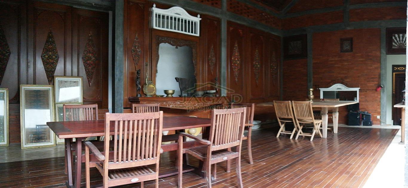 Rumah semi Etnik dijual Murah