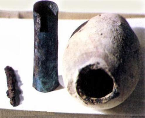 Este extraño objeto es una batería de 2500 años de antigüedad