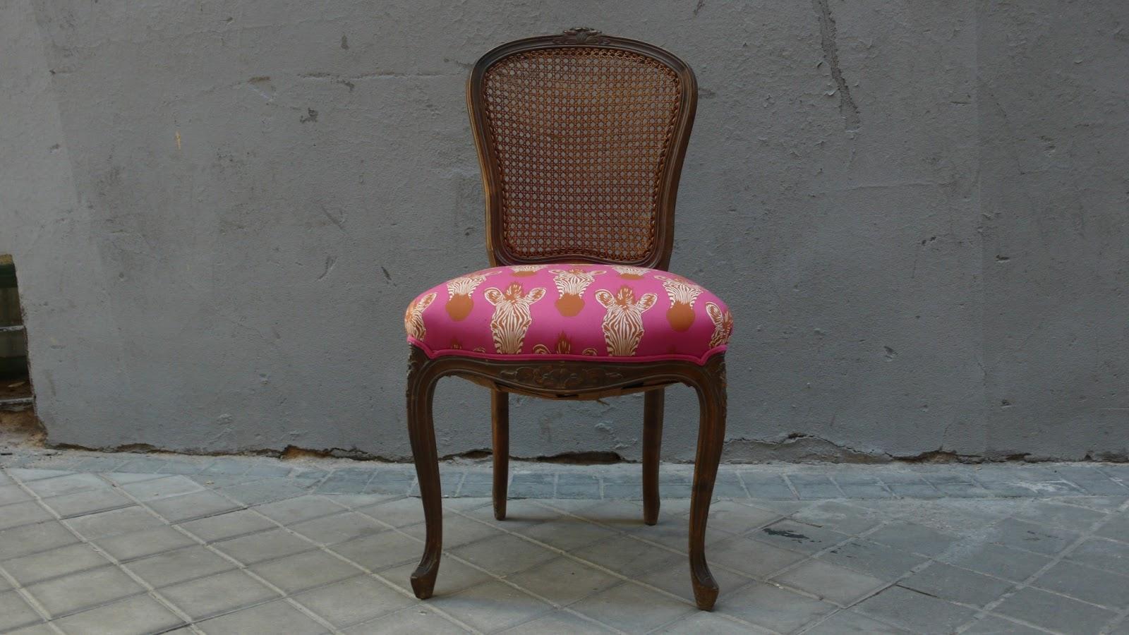 Silla la tapicera for Sillas de tela comedor