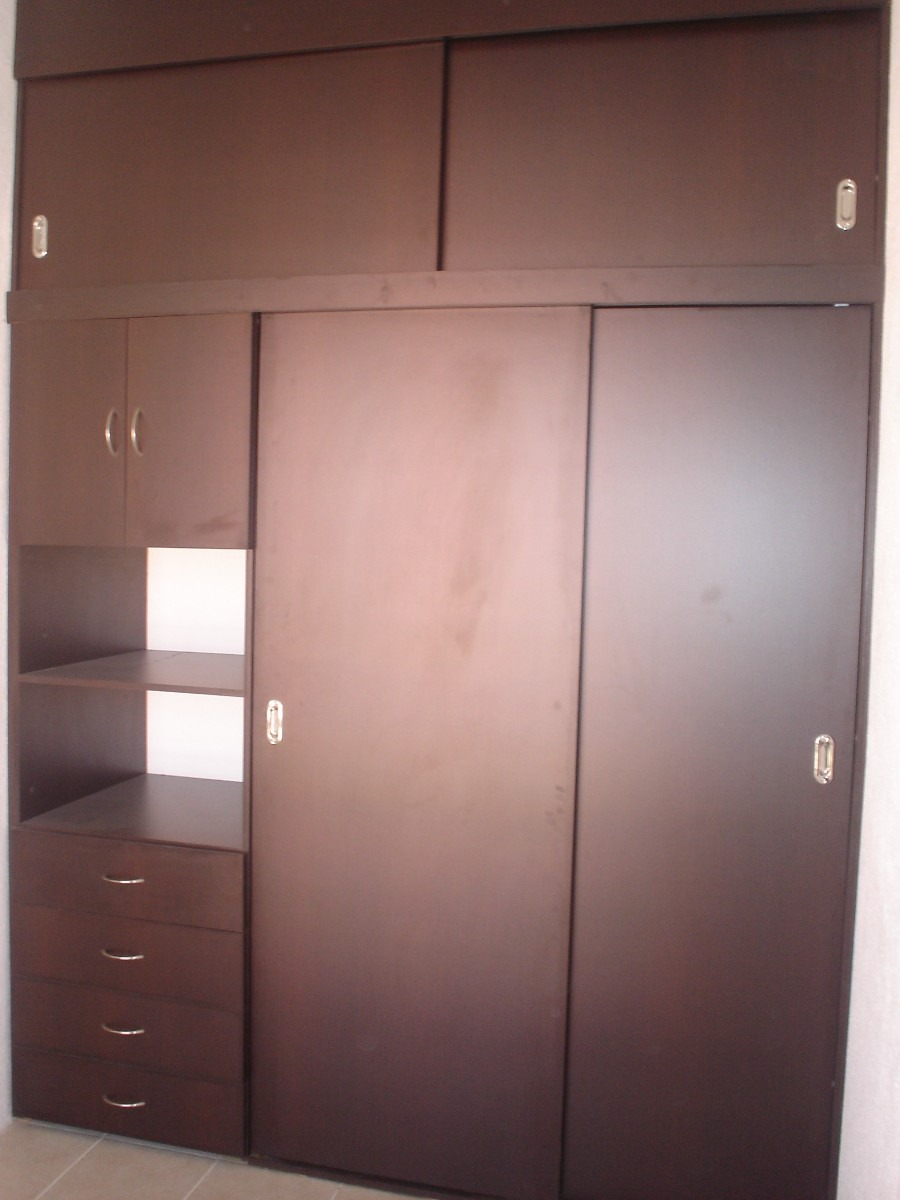 Closets y vestiers industria procesadora de maderas ipm for Puertas corredizas para closet
