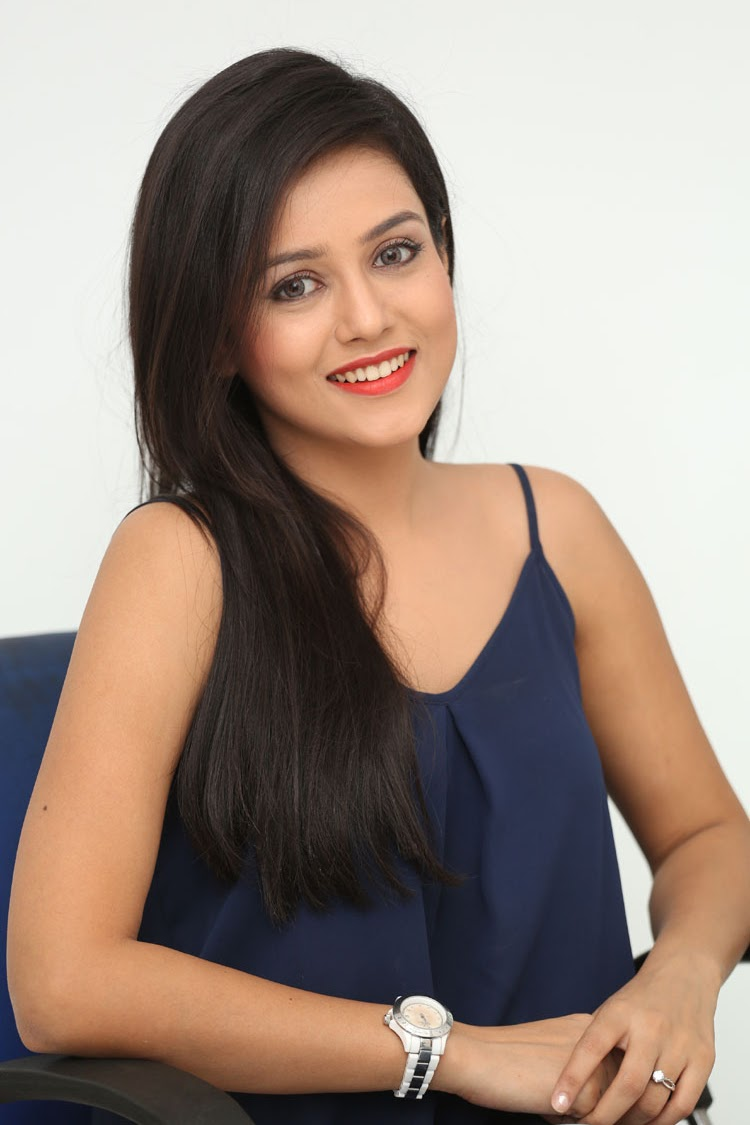 Mishti Chakraborthy latest dazzling pics-HQ-Photo-19