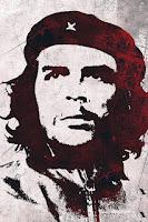 Che Guevara considérait la lutte armée et la révolution socialiste comme le seul moyen d'améliorer les conditions de vie des pauvres d'Amérique latine, exploités par les États-Unis selon lui. Son point de vue révolutionnaire suivait ceux de Marx et Lénine, qu'il avait étudiés exhaustivement