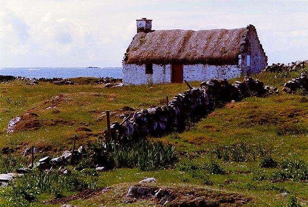 http://4.bp.blogspot.com/-Fa2WUt17YKY/TeKrizSK0MI/AAAAAAAAAPw/yaWPm_mRsvE/s1600/Irish_Cottage.jpg