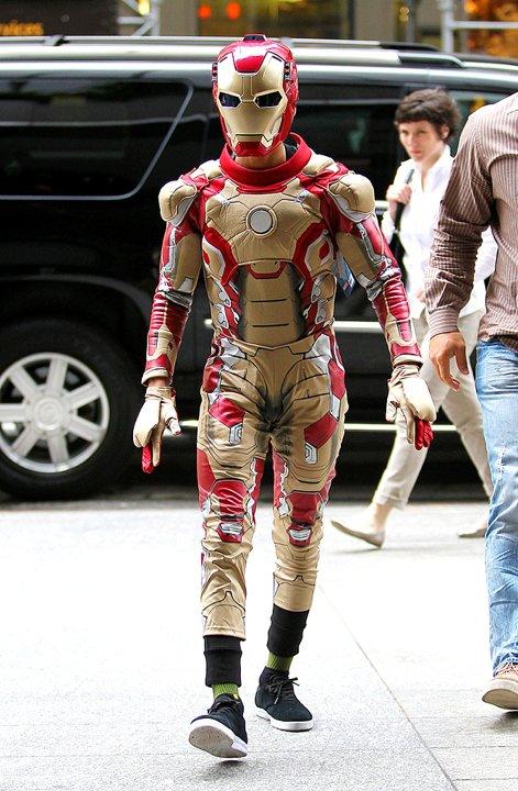 """Restoran sushi """"Nobu"""" kedatangan Iron Man kecil yang ternyata adalah"""