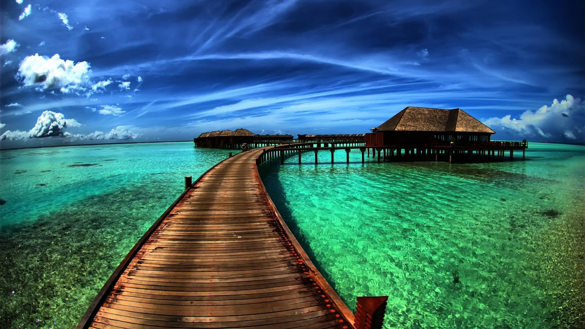 http://4.bp.blogspot.com/-Fa8Ob3nMnJY/UGmbo-hisXI/AAAAAAAALDk/JXvBnv6kyhE/s0/amazing-sea-resort-1920x1080-wallpaper.jpg