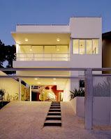 foto fachada de casa moderna blanca 2