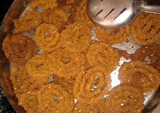crunchy chakri with sesame seeds