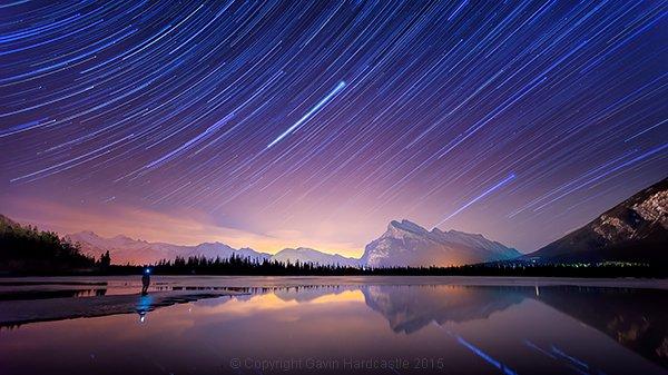 انعكاس النجوم ذهبي