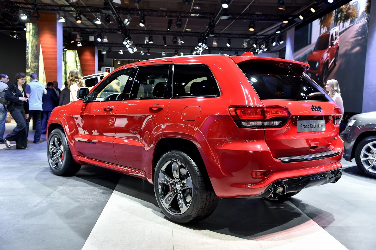 jeep entices europeans with new grand cherokee srt red vapor special. Black Bedroom Furniture Sets. Home Design Ideas