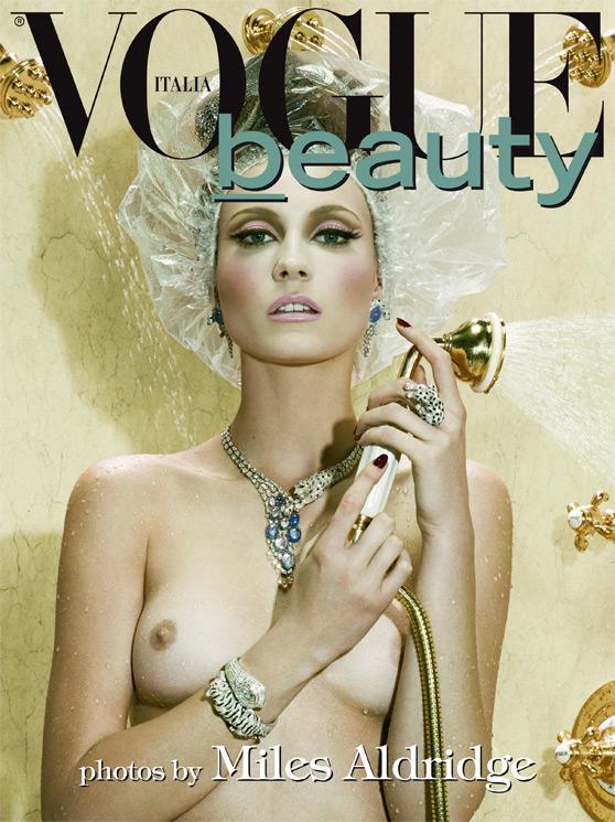 http://4.bp.blogspot.com/-FbO4zuci59g/T2iL4hVfG7I/AAAAAAAAJuk/Wbgbz2gnxUA/s1600/Miles+Aldridge+%C3%97+Charlotte+Di+Calypso+-+Vogue+Italia+February+2010+-+VOGUE+beauty+-+001.jpg