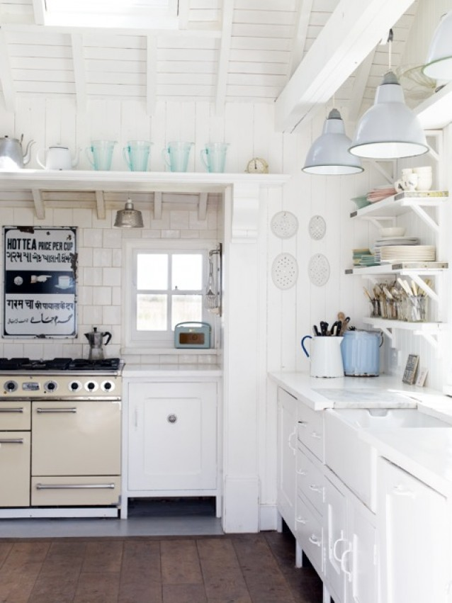 Coastal style vintage english beach charm for Beach house kitchen ideas
