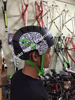 Helm Nukehead Hitam Tali Hijau Majuroyal